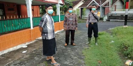 Penyemprotan Desinfeksi di Dusun Puton dan Blawong I